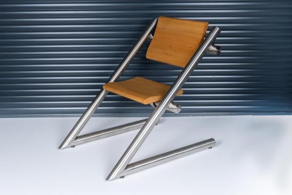 Wendebank - Stuhl aus Edelstahl mit aufgeklappter Sitzfläche