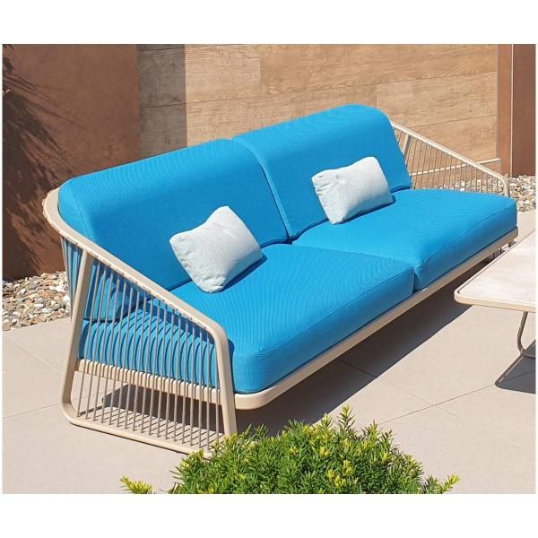"""Coro Outdoor Lounge-Sofa XL """"Sally"""" in türkis auf der Terrasse"""